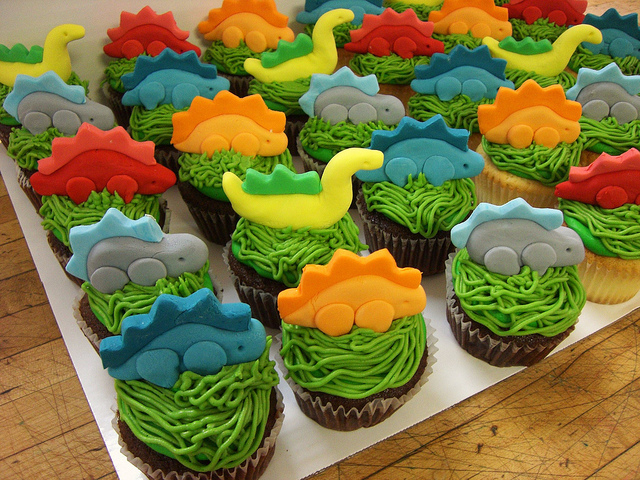 How To Make A Dinosaur Cake With Cupcakes
