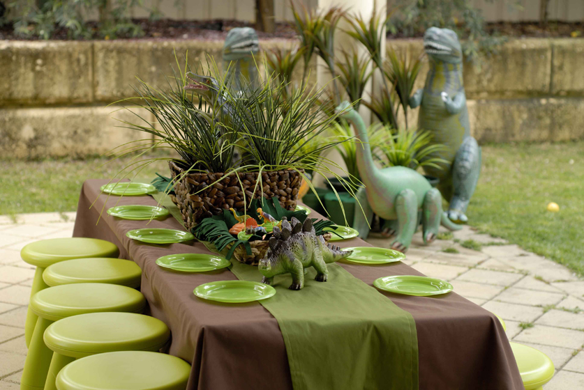 Dinosaur birthday party ideas for your kids dinosaurs for African party decoration ideas