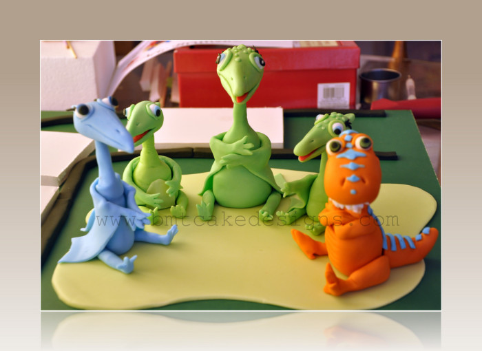 dinosaur train cake decorating kit